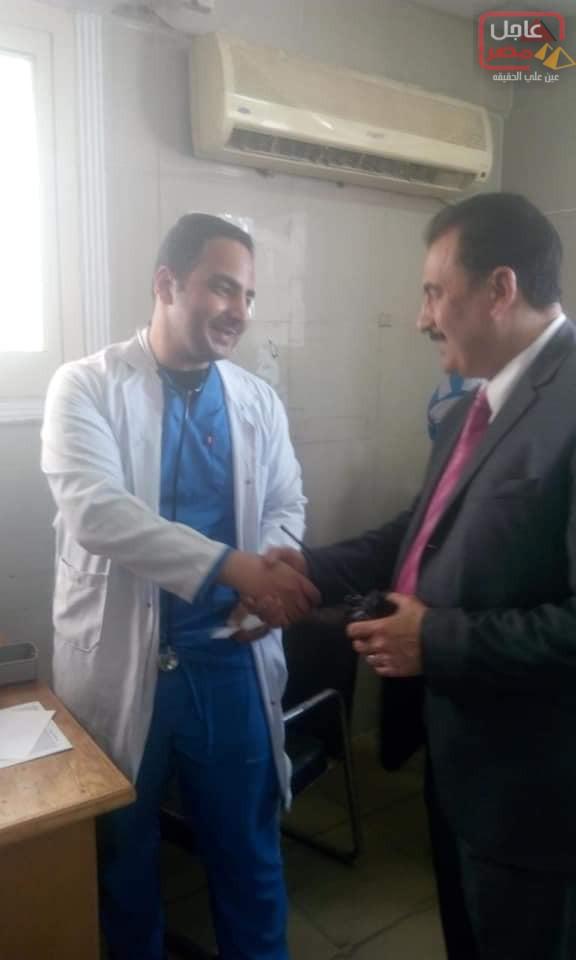 صورة لبيب يتفقد طوارئ الباطنه لمتابعه سير العمل خلال الاحتفال بيوم شم النسيم.