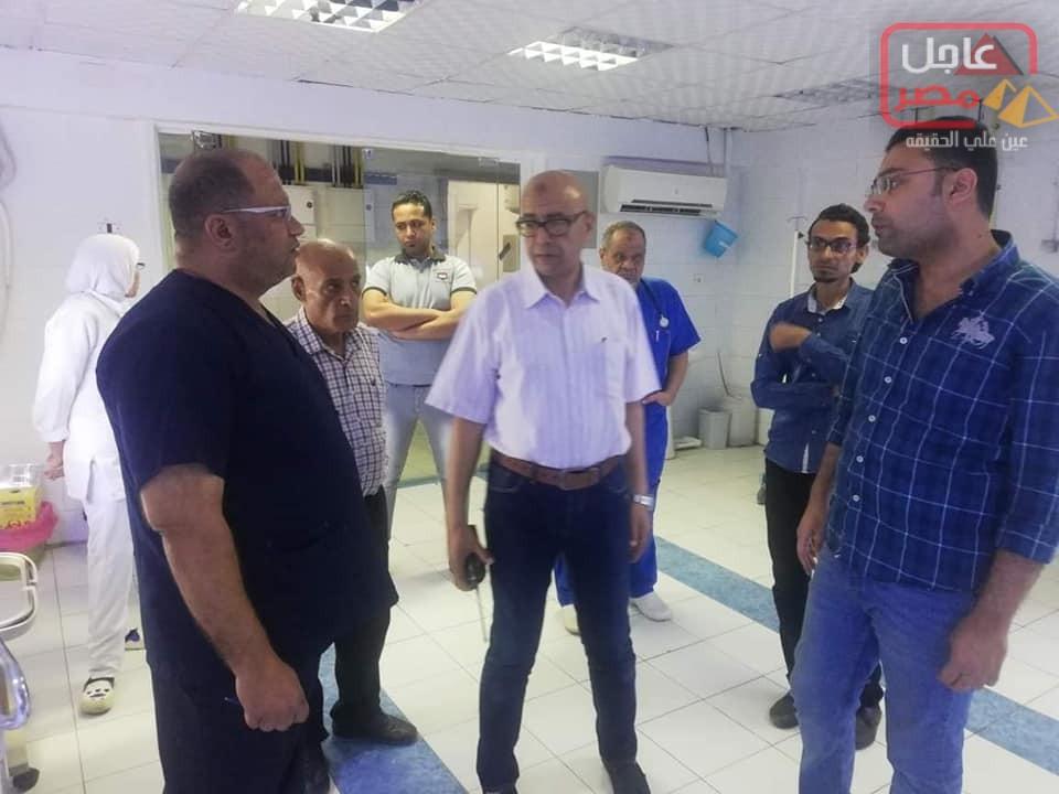 صورة وكيل وزارة الصحة يصدر قرار بمجازاة طبيب بعدالإستماع للمواطنين أثناء زيارتة لمستشفي السويس العام