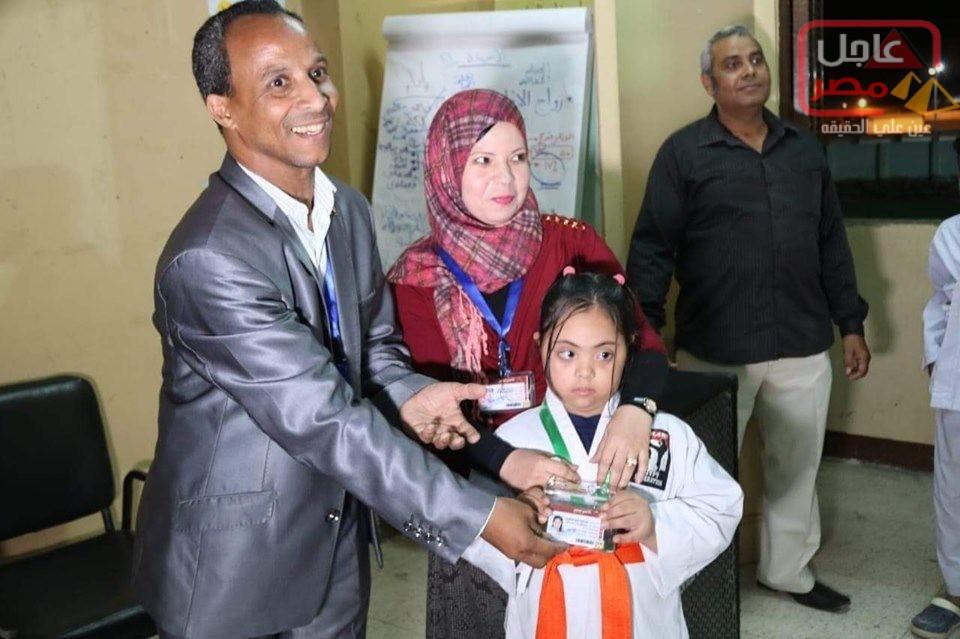 صورة فى أمسية رمضانية رائعة جريدة وقناة عاجل مصر أحتفلت بتكريم الطفلة أميرة أشرف من أصحاب القدرات الخاصة (دمج – داون)أول عضوية شرفية مدى الحياة
