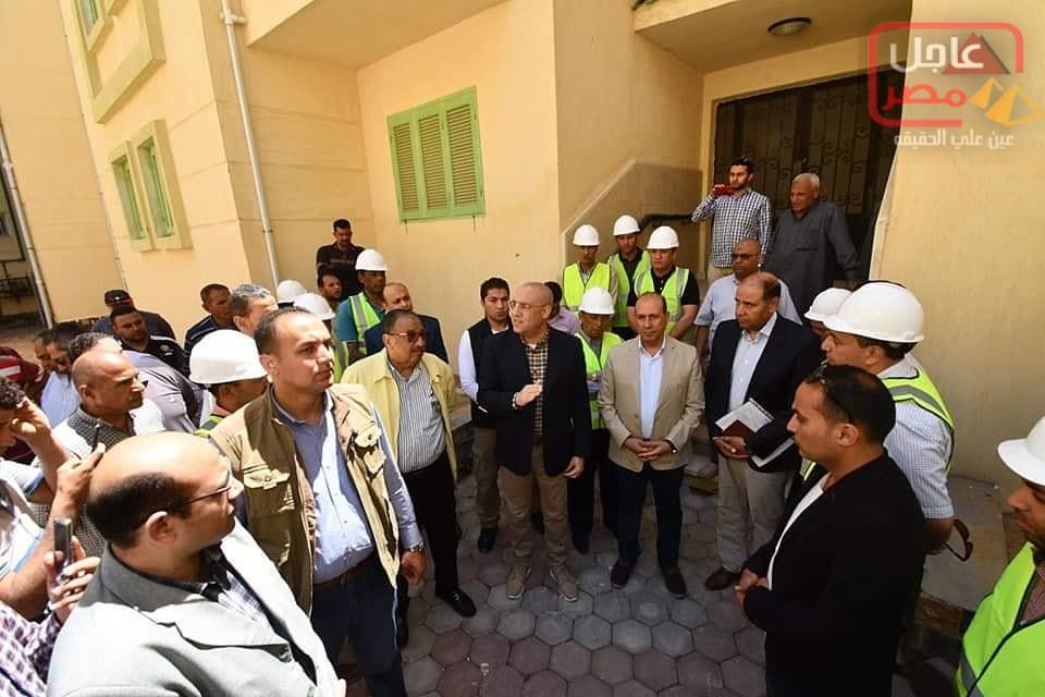 صورة تنفيذاً لتوجيهات وزير الإسكان خلال زيارته المفاجئة للمشروع: