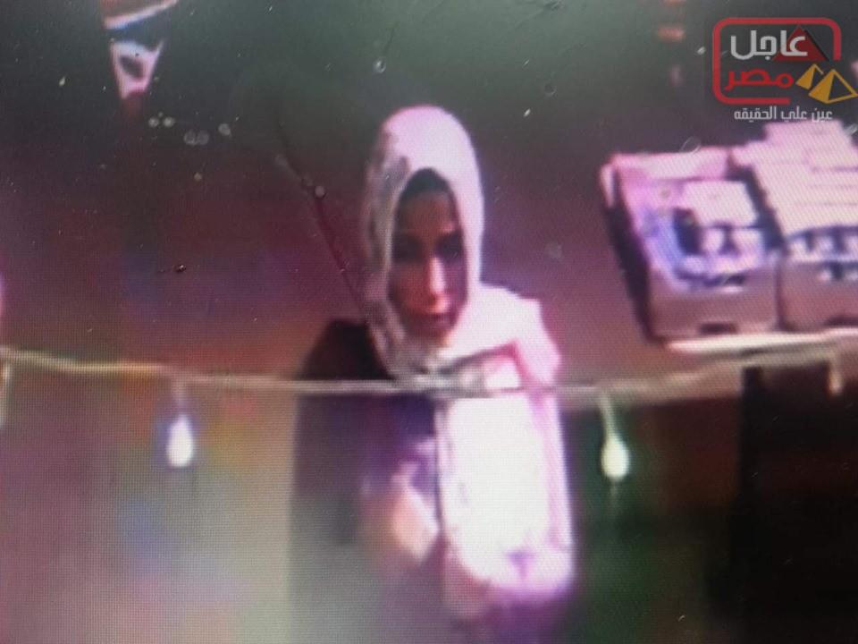 صورة عاجل : أهالي مدينة عدلي منصور اسكان اجتماعي بالسويس يقومون بضبط فتاة داخل المدينة يشتبه بها