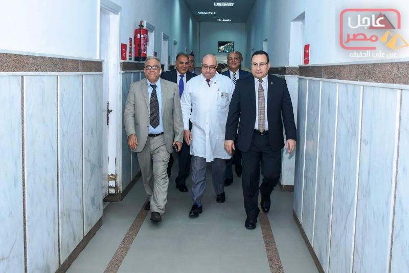 Photo of بالصور…محافظ الإسكندرية يزور مستشفيات الأنفوشي للأطفال وطلبة سبورتنج ، ويقدم التهنئة للمرضى بمناسبة عيد الفطر المبارك