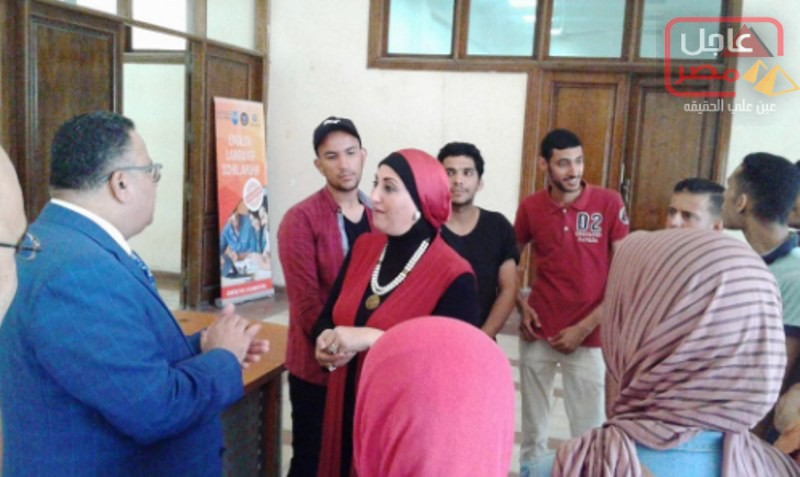Photo of هشام جابر يتفقد أنشطة مركز التطوير الوظيفي وريادة الأعمال