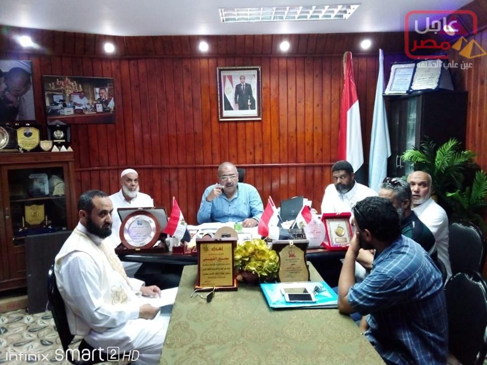 Photo of * الدكتور النيلي يجتمع مع مسئولي نقابة المعلمين بمطروح لمناقشة بعض الملفات التعليمية بحضور صالح .
