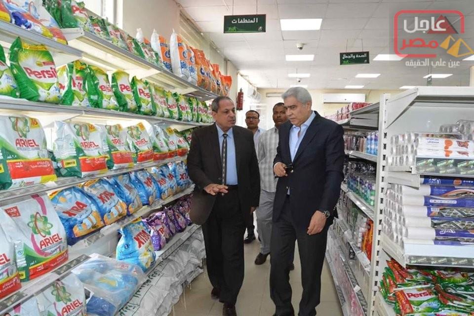 صورة استعدادا لعيد الأضحى المبارك محافظ المنيا يتفقد فرع الشركة المصرية للسلع الغذائية