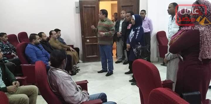 Photo of رئيس مدينة القصير يتابع أعمال ندوة التوعية للحد من انتشار الفيروسات الكبدية بقاعة الوحدة المحلية