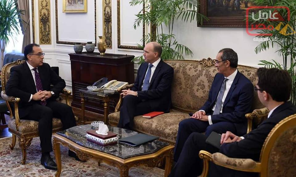 """صورة رئيس الوزراء يلتقي الرئيس التنفيذي لمجموعة """"فودافون"""" العالمية"""