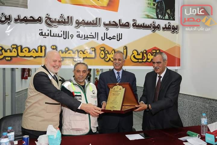 Photo of وفد مؤسسة محمد بن راشد آل مكتوم تسلم ٤٤ أجهزة تعويضية لأبناء المحافظة