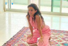صورة ميريام غندور توضح خطوات تعلم وممارسة اليوغا في المنزل