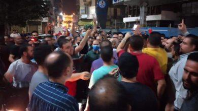 صورة مجموعة كبيرة من مدرسين طنطا يقفون وقفه احتجاجيه أمام مجمع محاكم طنطا