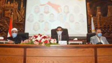 صورة رحمى ومناقشة المشروعات مع رؤساء الأحياء والمدن ومديري المديريات