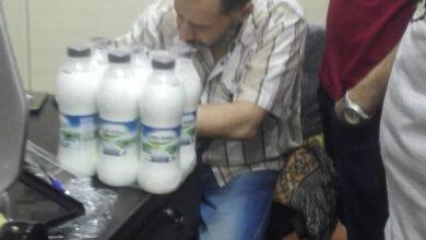 صورة ضبط ٥٠ عبوة ألبان منتهية الصلاحية داخل محل حلويات شهير بحى تان طنطا
