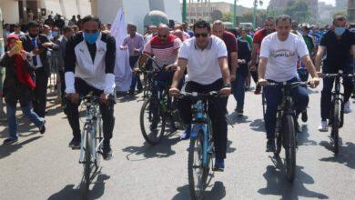 صورة وزير الرياضة ومحافظ أسيوط يقودان ماراثون للدراجات بشوارع أسيوط