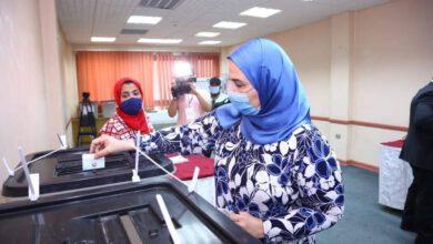 صورة وزيرة التضامن الاجتماعى تدلى بصوتها فى انتخابات مجلس النواب
